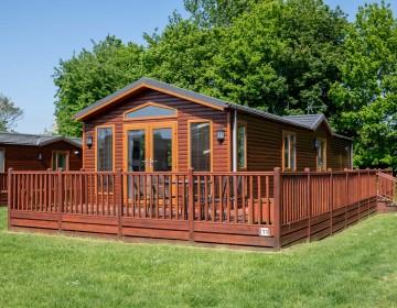 Large Detached Lodge LS11